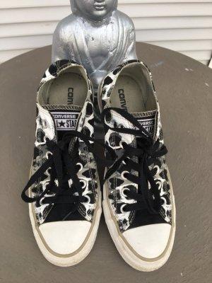 Converse Sneaker in tarnfarben