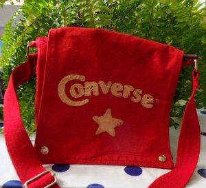 Converse Stofftasche rot guter bis sehr guter Zustand, keine Mängel aber nicht neuwertig, Farbe sattes Rot nicht verwaschen