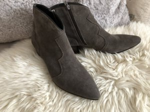 coole Ash Booties in Velour