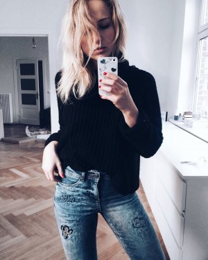 Coole blaue Skinny Jeans mit Patches high waist