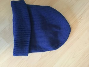 coole blaue Strickmütze ungetragen