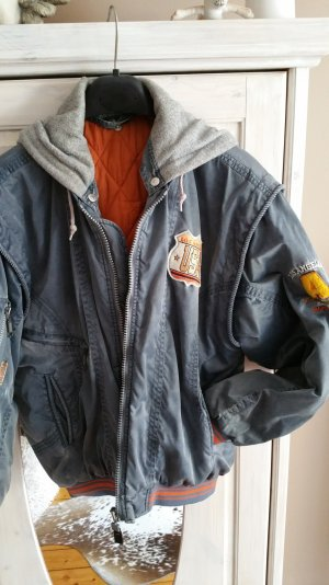 Coole Bomberjacke mit Patches
