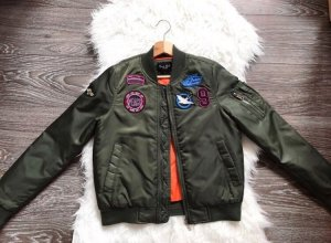 Coole Bomberjacke mit Patches Khaki 36