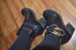 Coole Boots Gr. 39 schwarz goldene Schnallen cooler Style