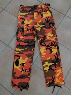 Coole Camouflage Hose im Cargostyle von Urban Outfitters, Gr. XS/34