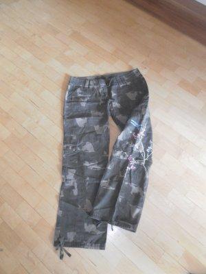 Coole Camouflage Hose / NIKITA