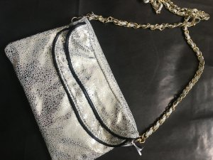 coole Clutch im silber-Metall-Look