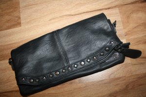 Coole Clutch mit Nieten