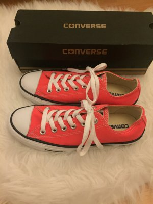 Coole Converse in Neonfarbe