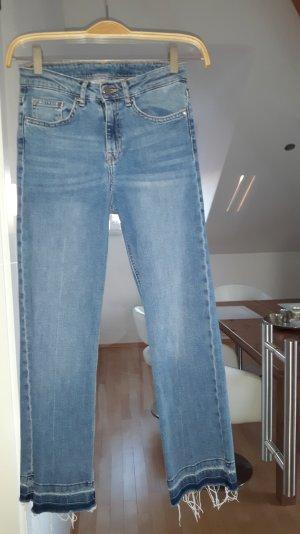 Coole Cropped Jeans in heller Waschung von H&M Größe 34