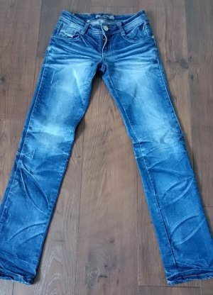 Coole Denim im Used-Look (Gr. 36)