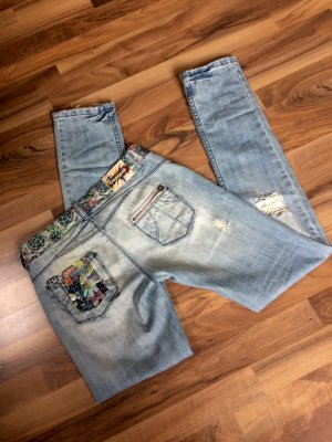 Coole Desigual Jeans in used Look, wenig getragen