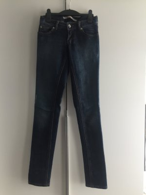 Coole dunkel blaue Jeans in washed out Optik