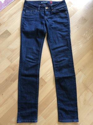 Coole dunkelblaue QS Jeans Catie s.Oliver