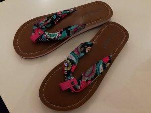 Coole Flip Flops für den Urlaub am Meer