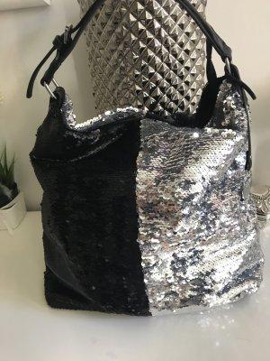 Look 54 Bolso barrel negro-color plata