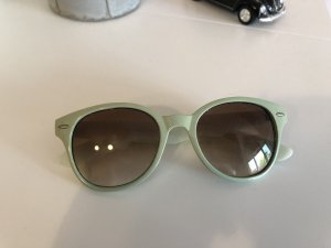 Coole hellgrüne Sonnenbrille