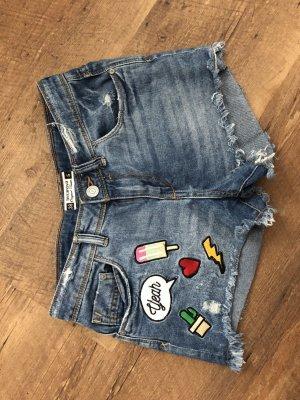 Coole Hotpans mit Stickern Jeans Blogger Sommer
