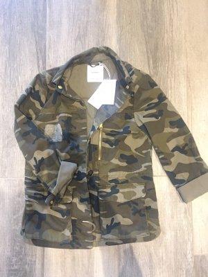 Coole Jacke im Armeelook