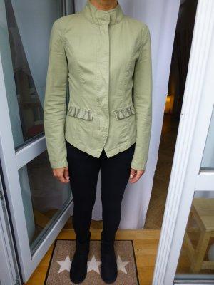Coole Jacke mit angesagten Camouflage Details