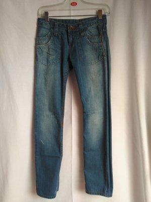 coole Jeans mit vielen schönen Details
