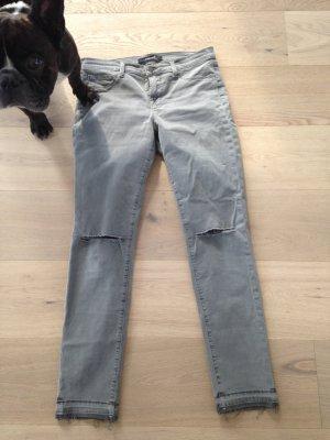 Coole Jeans von J-Brand mit Löchern an den Knien