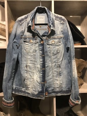 Coole Jeansjacke mit Ethno Muster