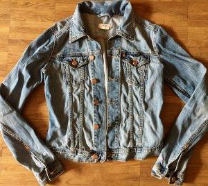 Coole, kurze Jeansjacke im leichten Used-Look