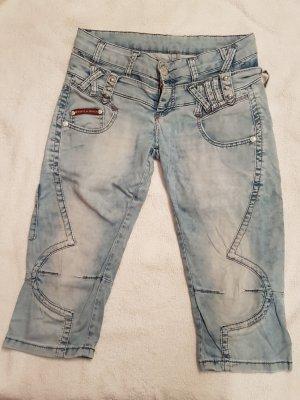 coole kurze knielange Jeans Hose von Cipo & Baxx, Weite 27, Gr. 38/M
