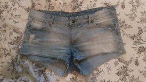 Coole, locker sitzende Jeans Short in Used Optik