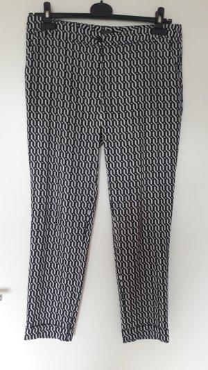 coole Mustermix-Hose in Schwarz-Weiß