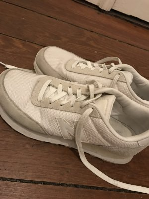 Coole New Balance Sneaker in Weiß Creme Off White Turnschuhe
