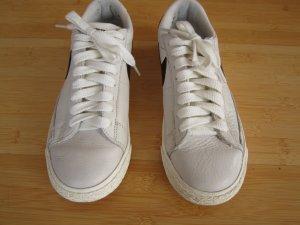 Coole Nike Schuhe in Größe 37,5