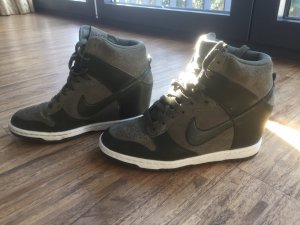 Coole NIKE Sneaker mit Absatz Plateau, khaki