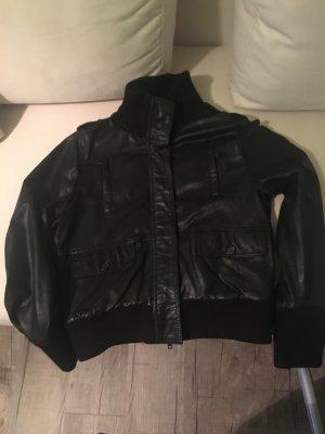 Coole Schwarze Lederjacke von Joop