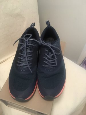 Coole schwarze Nike Sneaker in Größe 40