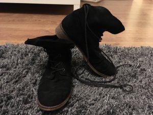Coole schwarze Schnürstiefeletten