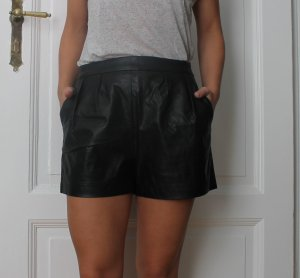 Coole schwarze Shorts in Lederoptik von Edited Gr.36
