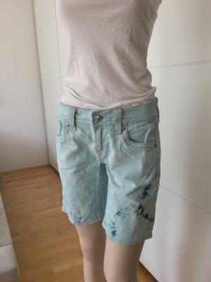Coole Shorts in Batik-Style