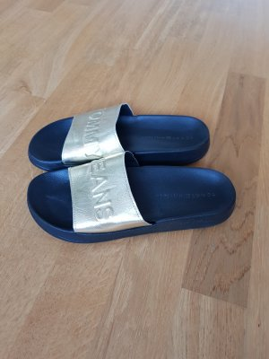 coole Slipper / Badeschlappen in Gold