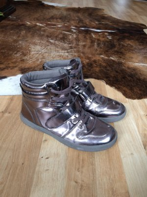 Coole Sneaker im Metallik-Look!