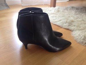 Coole spitze schwarze Stiefeletten aus Leder in Gr. 37