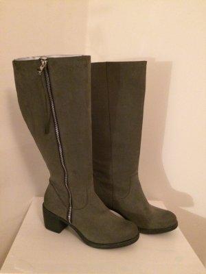 Coole Stiefel in Grau