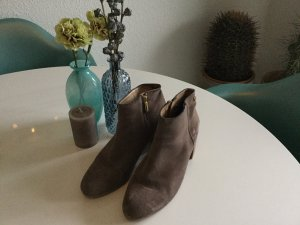 Coole Stiefelette in Taupe