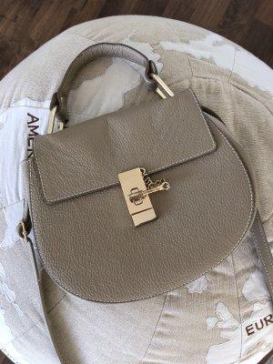 Coole Tasche in beige / Gold