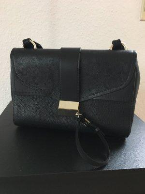 Coole Tasche von BOSS mit Extra Umhängeriemen