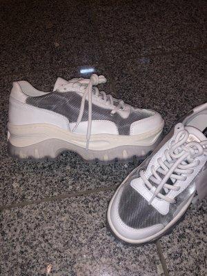 Coole trendige Sneaker von Bronx