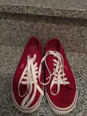 Coole Vans in trendigem rot