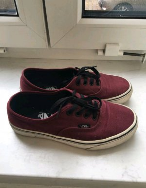 Coole Weinrote Vans.