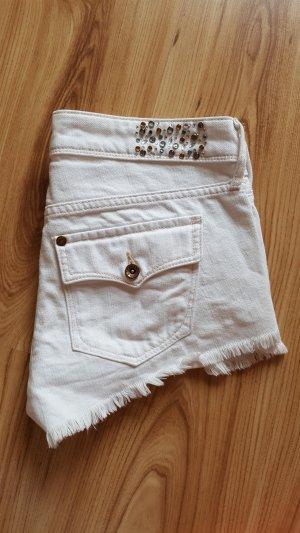 coole weiße Shorts mit Verzierungen